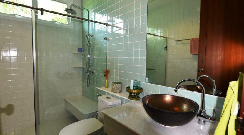 55 Ensuite bathroom #4