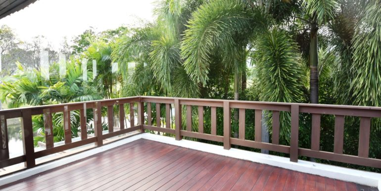 61 Balcony with golf course view