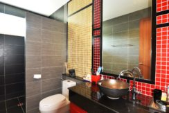 65 Ensuite bathroom #4