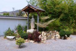83 Garden monument