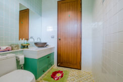 86 Guest bathroom