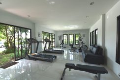 90 Well-equipped communal fitness room