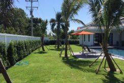 02 Large landscaped garden 950 sqm plot 1