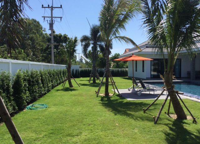 02 Large landscaped garden (950 sqm plot)