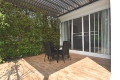 03 Shaded furnished patIo