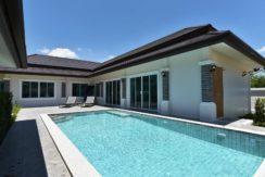04 Large salt based swimming pool