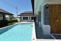 05 Large salt based swimming pool