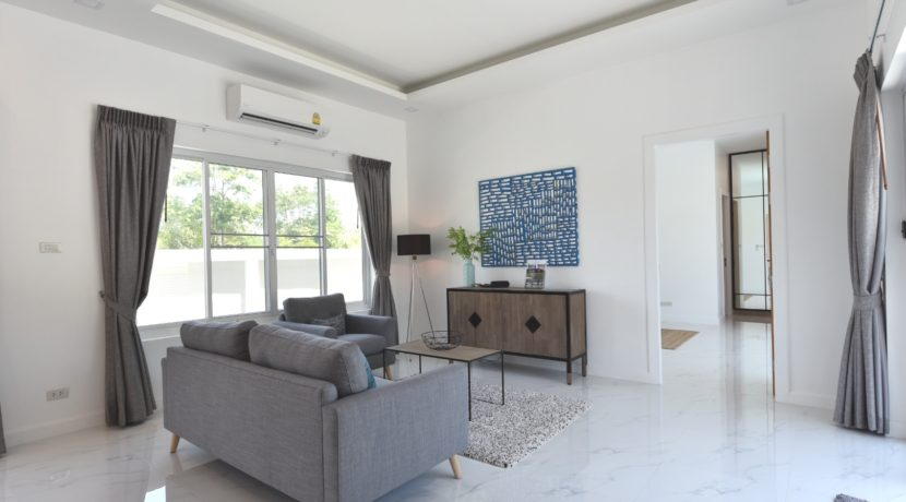 11 Spaciuous living dining room