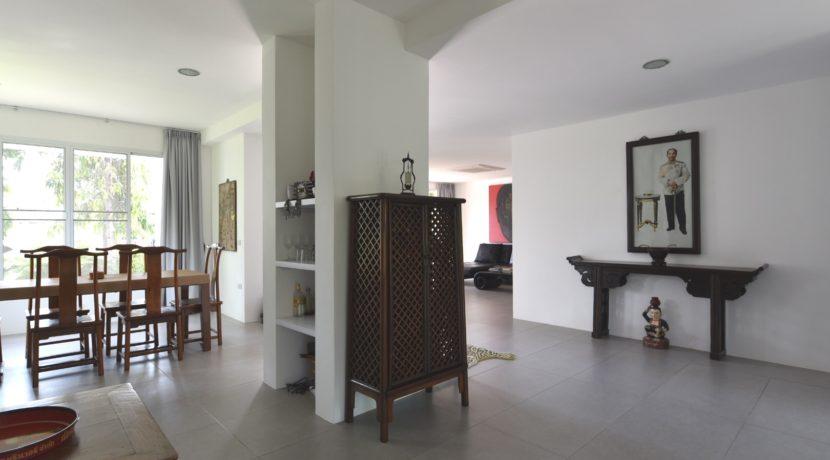 12 Tasteful furniture and decoration