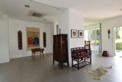 13 Tasteful furniture and decoration