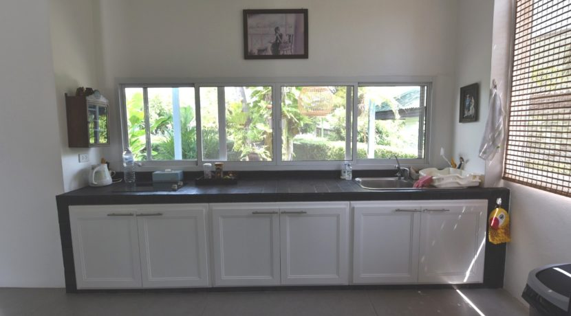 26 Fully fitted open kitchen