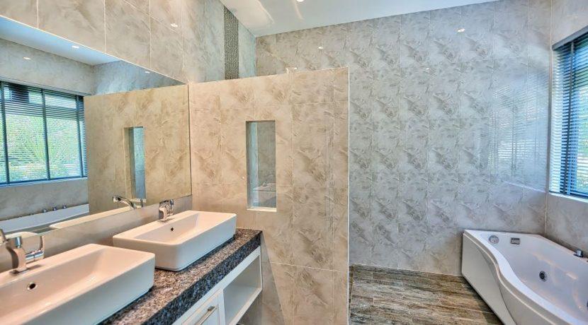 45 Ensuite master bathroom