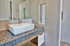 65 Ensuite bathroom #3