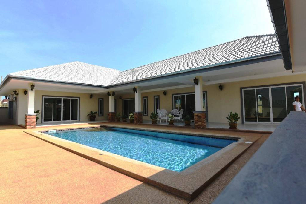 Brand new Pool Villa in Cha-am near the Beach