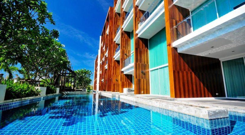 02 Extensive lagoon swimming pool