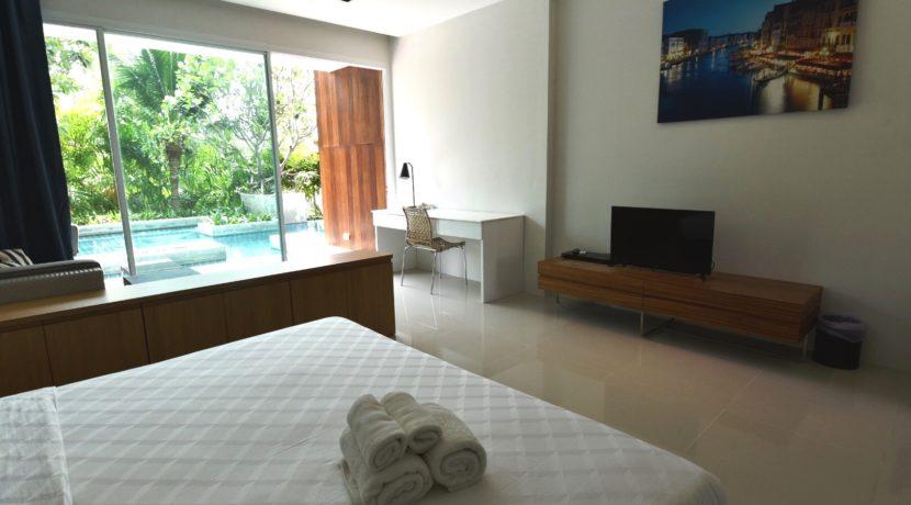 11 Spacious living bedroom