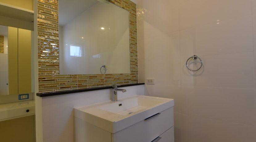 55 Ensuite bathroom #3