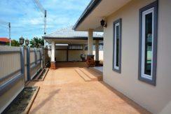 61 Plenty of exterior space around house