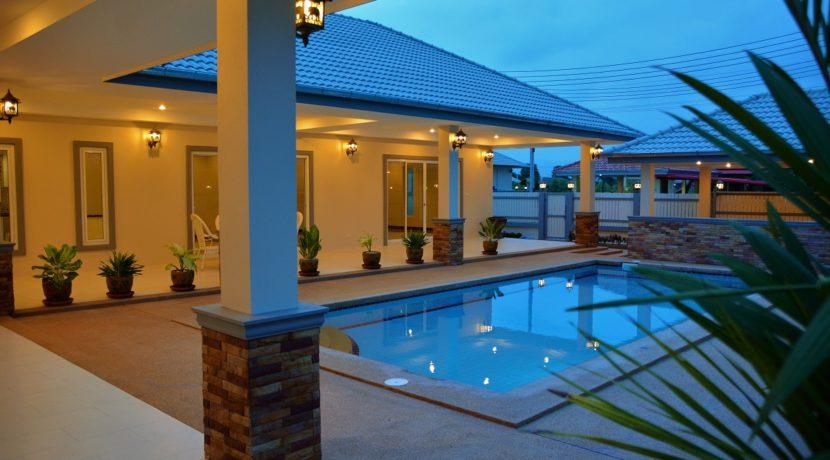 91 The villa with evening illumination