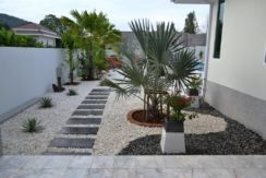 02 All garden covered with white flagstone