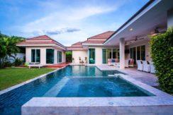 21 4x10 meter salt water pool with jacuzzi