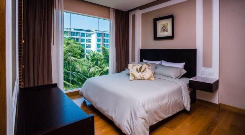 30 Large bedroom