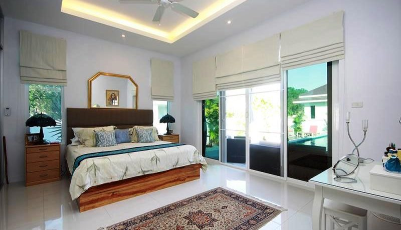 30 Spacious mester bedroom