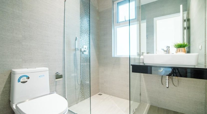 45 Ensuite bathroom