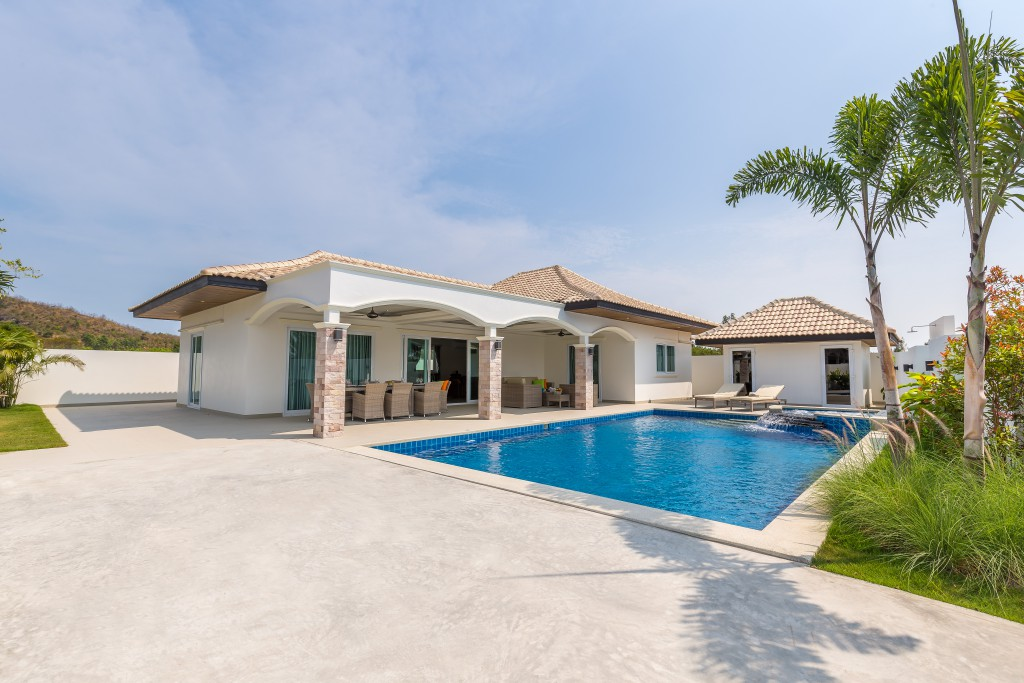 Development with New Luxury Villas near Hua Hin City