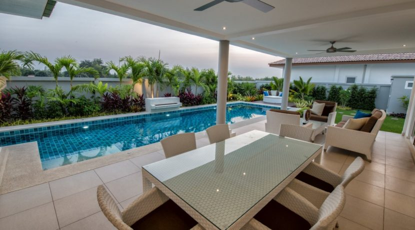 02 Leelawadee covered and furnished terrace