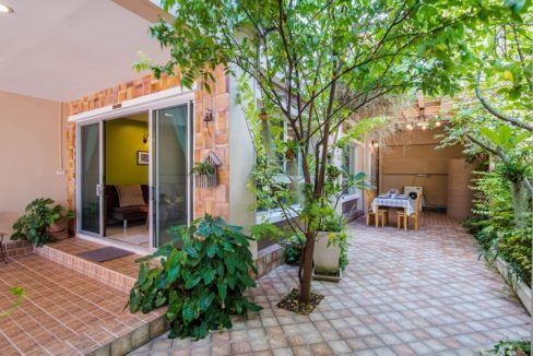 03 Garden and utility area