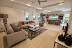 03 Leelawadee spacious living ding room