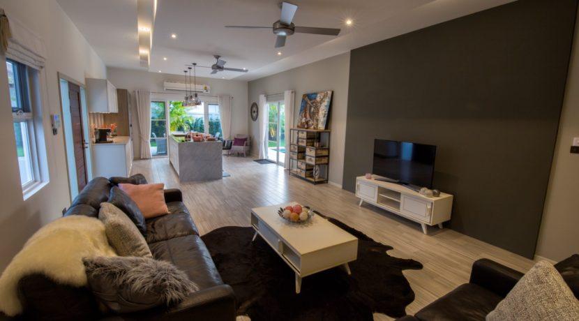 03 Prestige spacious living dining room