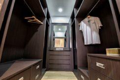 05B Leelawadee master bedroom walkin closet