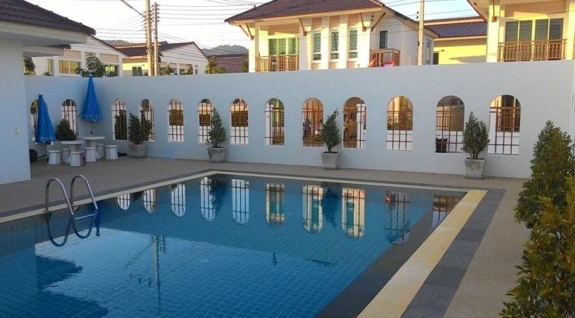 60 Communal pool