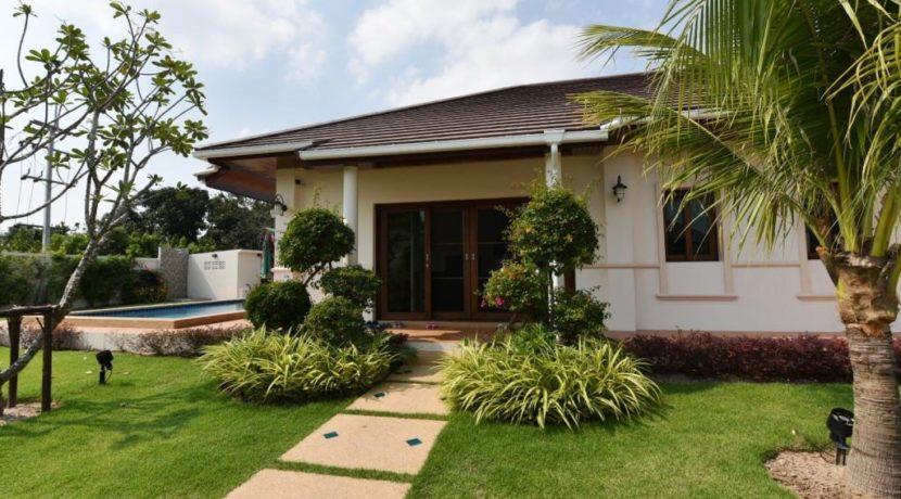 04 Villa entrance