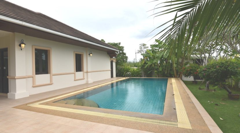 06 4x10 meter swimming pool next to bedroom