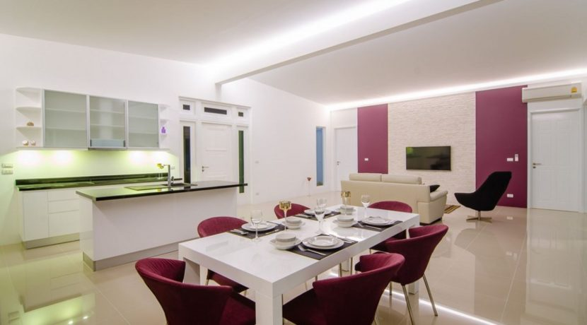 20 Dining area next to kitrchen