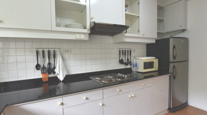 25 Fully fitted kitchen