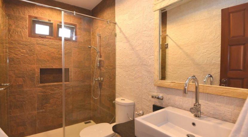 35 Ensuite master bathroon