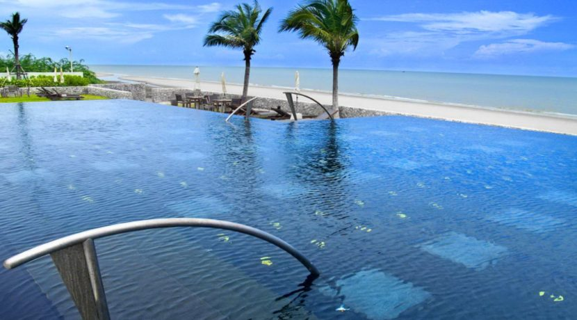 01 Beachfront infinity pool