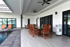 04 Covered furnished patio