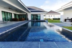 04A 5x12 meter infinity pool with jacuzzi and wetdeck