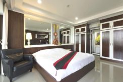 30 Master bedroom with balcony access
