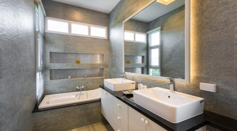 35 Ensuite master bathroom 4