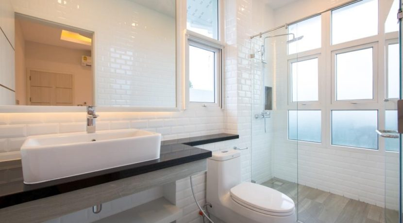 45 Ensuite bathroom 2 4