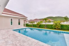 02 Woodlands Villa mountain view