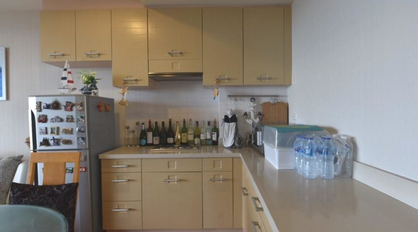 25 Fully fitted open kitchen
