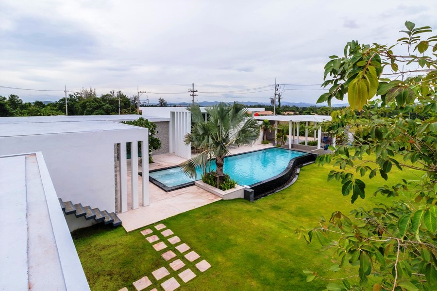Ultra-modern Pool Villa in Hua Hin at Sunset Views