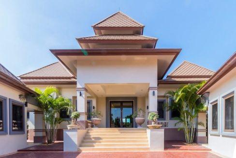 02A Grand villa entrance
